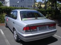 Nissan Sunny von hinten