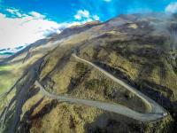 Luftaufnahme: Serpentinen zum Treble Cone Skigebiet