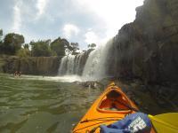 Hanuru Falls mit dem Kayak