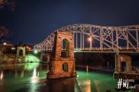 Alexandra Brücke bei Nacht
