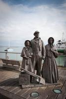 Statuen am Hafen